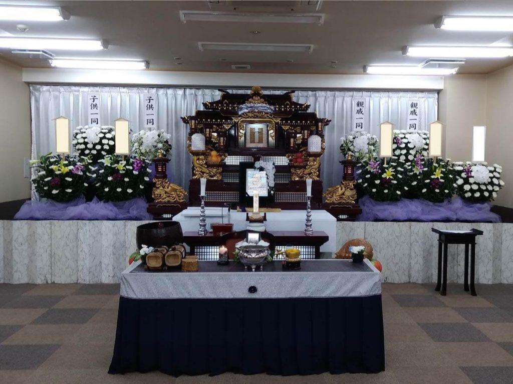 銀杏ホール ホール内の祭壇