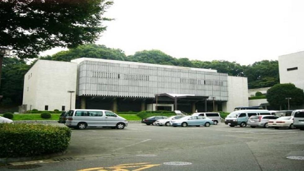 かわさき北部斎苑の駐車場。駐車台数が71台と多くないため参列者は近隣のコインパーキングを利用することになる