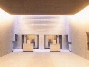 横浜市北部斎場の火葬炉の様子。炉前前に広いホールが用意されている