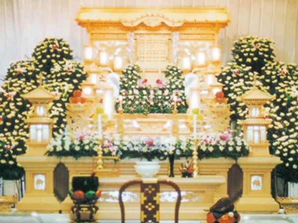 桐ヶ谷斎場の葬儀式場「雪の間」。収容人数40名程度の小規模な葬儀に適している