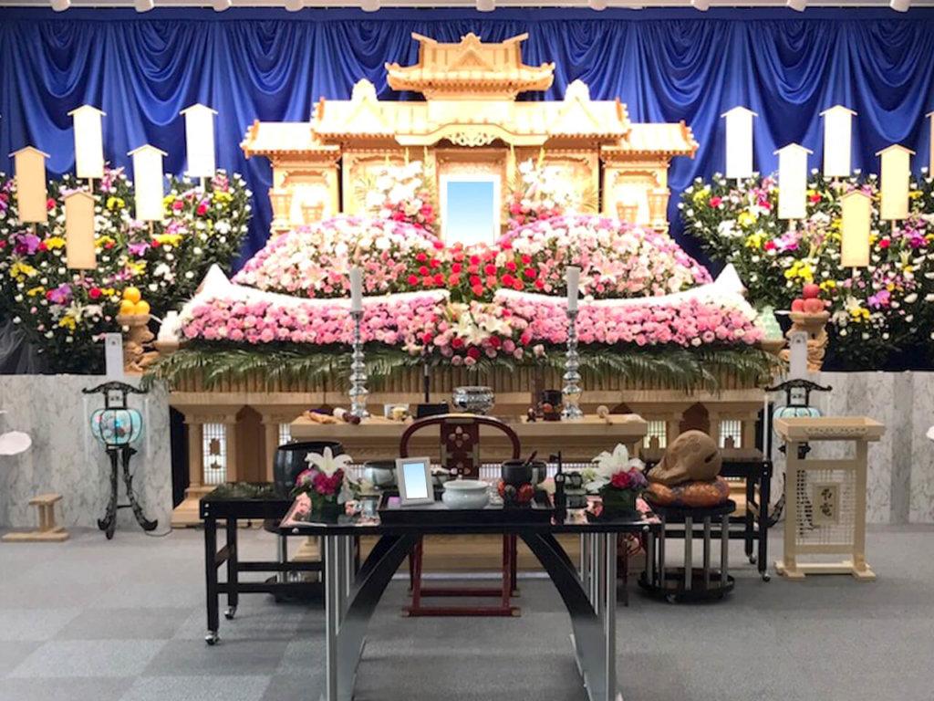 かねか苑天空ホール 騎西の祭壇