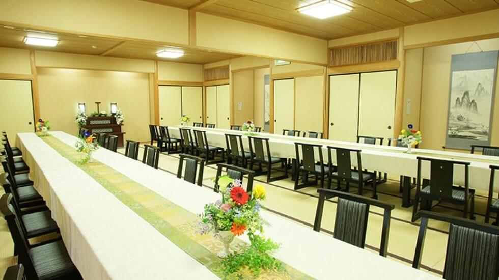高崎メモリードホールの会食会場。最大80席まで対応可能な大規模な食事会場