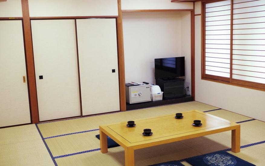 エヴァホール津田山の親族控室は10名が収容可能の中規模な控室。畳敷きの和室で金庫も完備している
