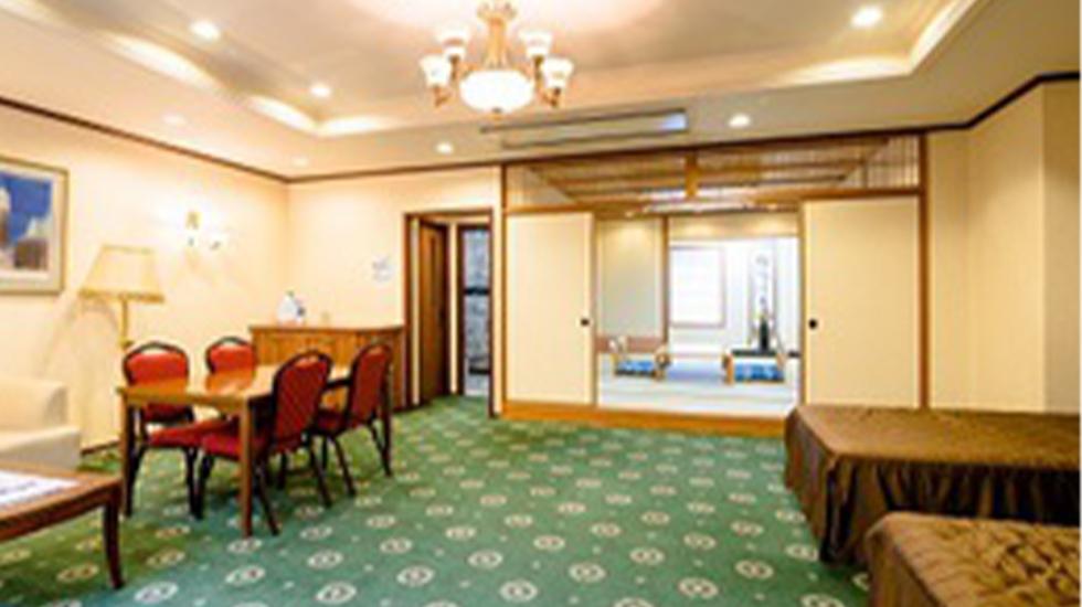 シティホール富士吉田の親族控え室。10名まで滞在可能でベッドルームや浴室を完備しており宿泊も可能