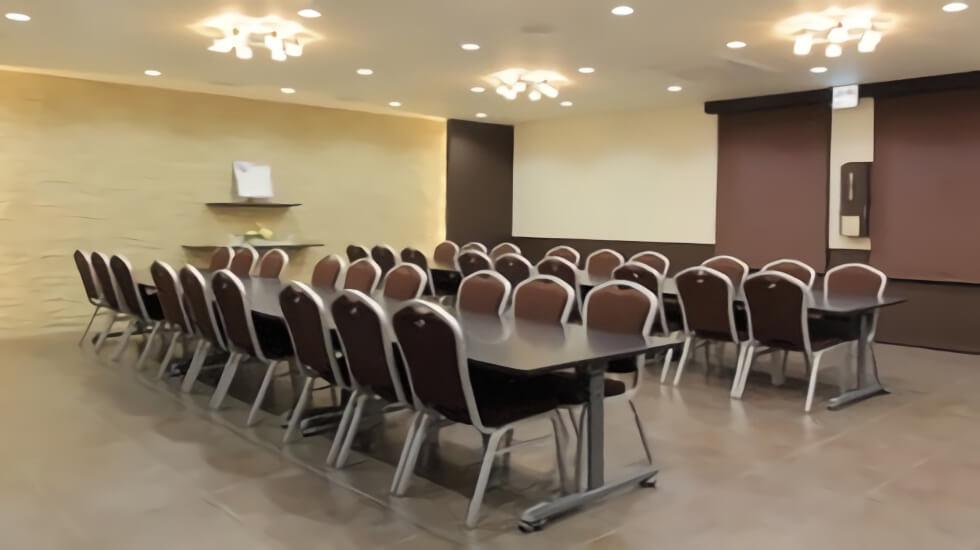 ティア黒川の会食室。すべて椅子席となっており足腰の不自由な方や高齢者でも不便なく利用できる