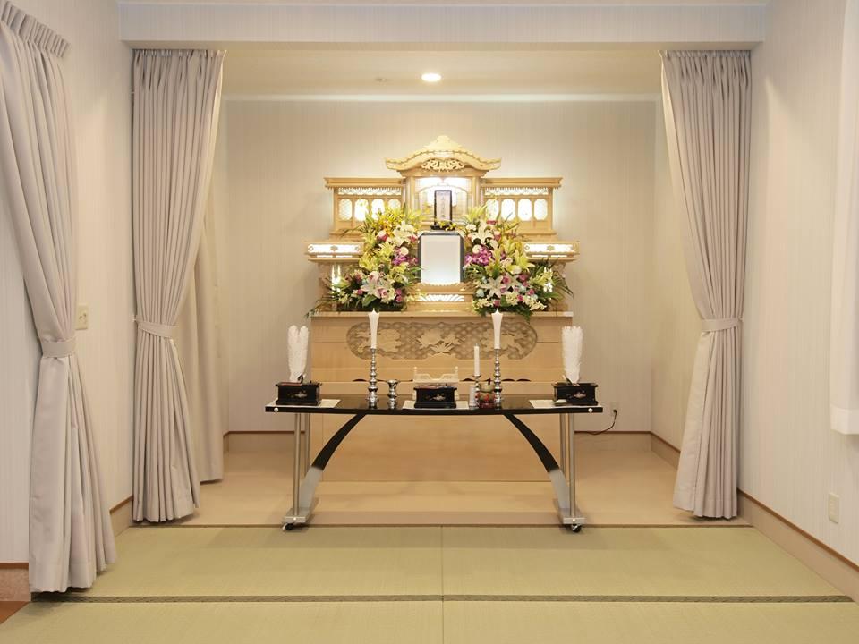 判田台会館の葬儀式場。家族葬向きの式場で畳敷きの落ち着いた雰囲気