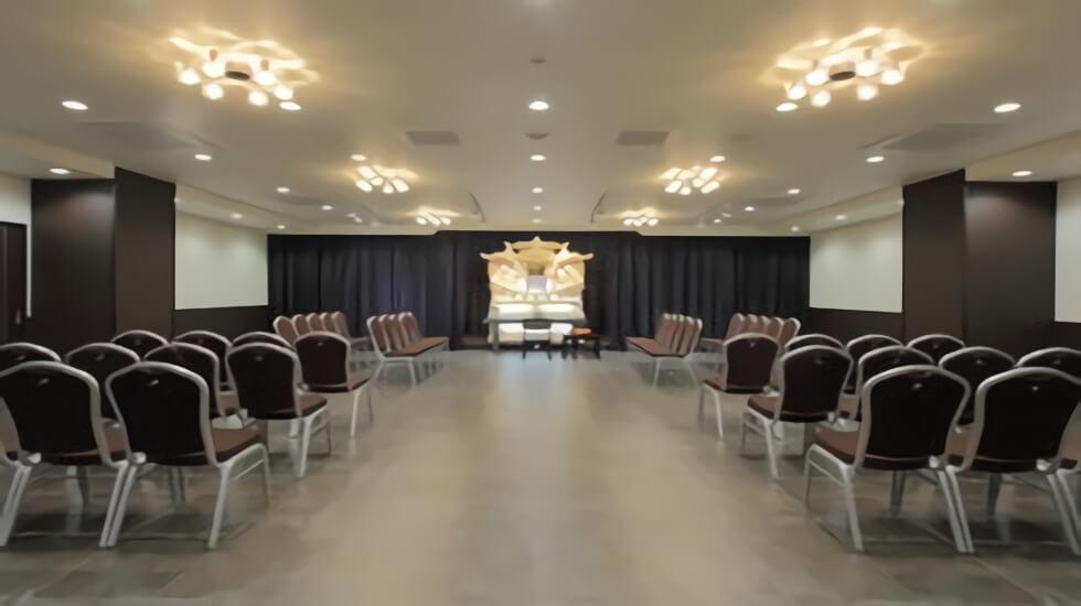 ティア黒川の葬儀式場の写真。70名程度を収容できる中規模の斎場