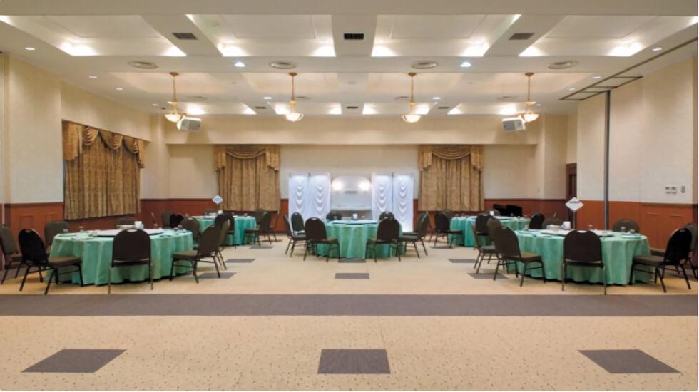 ナウエルホール米沢の控室。通夜ぶるまいや精進料理の手配・飲食が可能