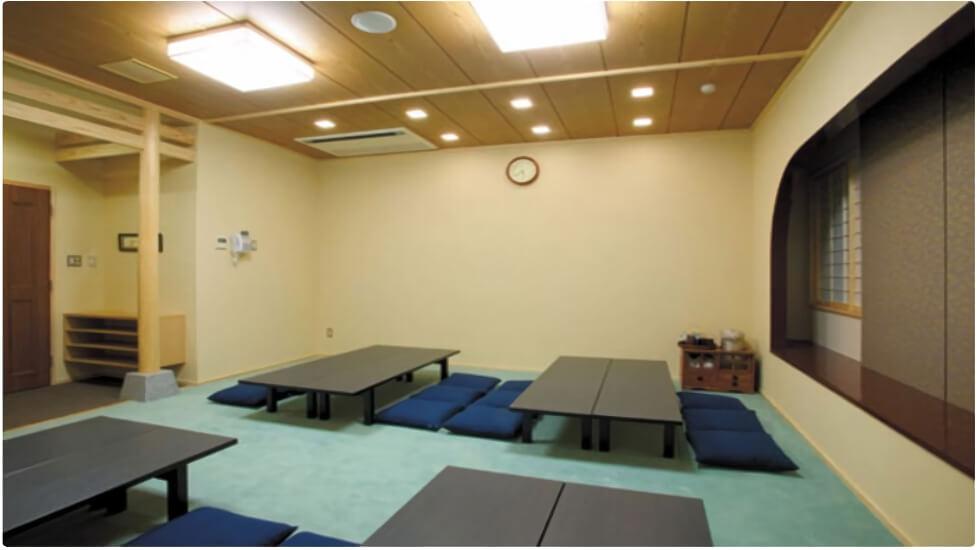 ナウエルホール米沢の親族控え室。宿泊も可能な広々とした和室スペース