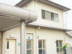 東大阪市にある火葬場を併設した額田斎場の外観写真