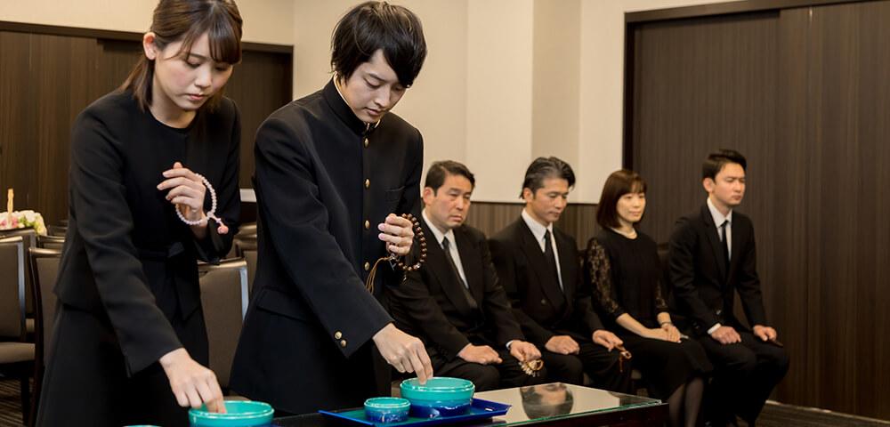 家族葬の写真。家族葬では家族・親族だけの小規模な葬儀となる