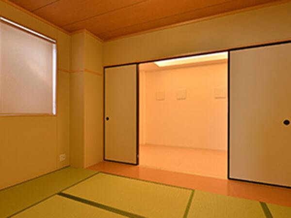 イマージュホール精華の親族控え室は和室のしつらえ。キッチン・浴室を完備している