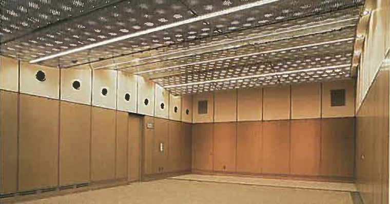 大阪市立北斎場の式場。式場2として椅子席60席を収容できる