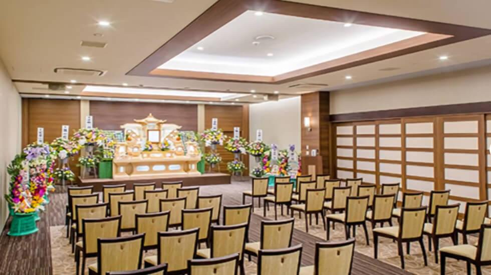 イズモホール磐田の葬儀式場。2つの式場を統合した大規模葬儀に対応できる式場を有している