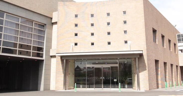 東京博善株式会社が運営する堀ノ内斎場の外観