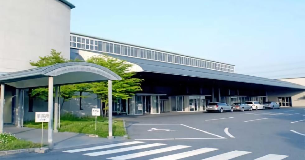 大阪市立瓜破斎場の外観。大阪市平野区にある大阪市営の斎場