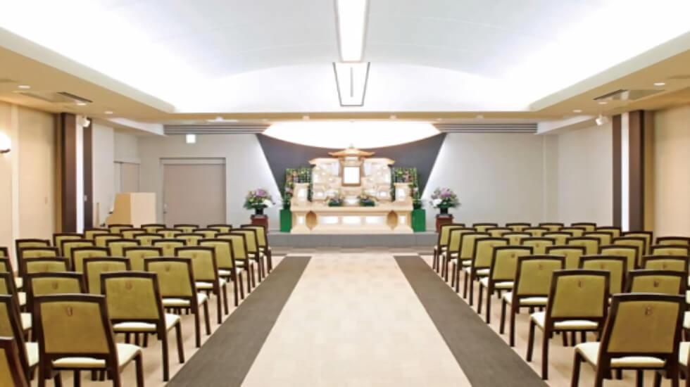イズモホール貴布祢の葬儀式場の写真。メイン会場は80名の参列者を収容できる大ホール