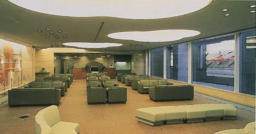大阪市立北斎場の休憩室。座り心地の良いソファが並び葬儀の前後にゆっくりとくつろぐことができる