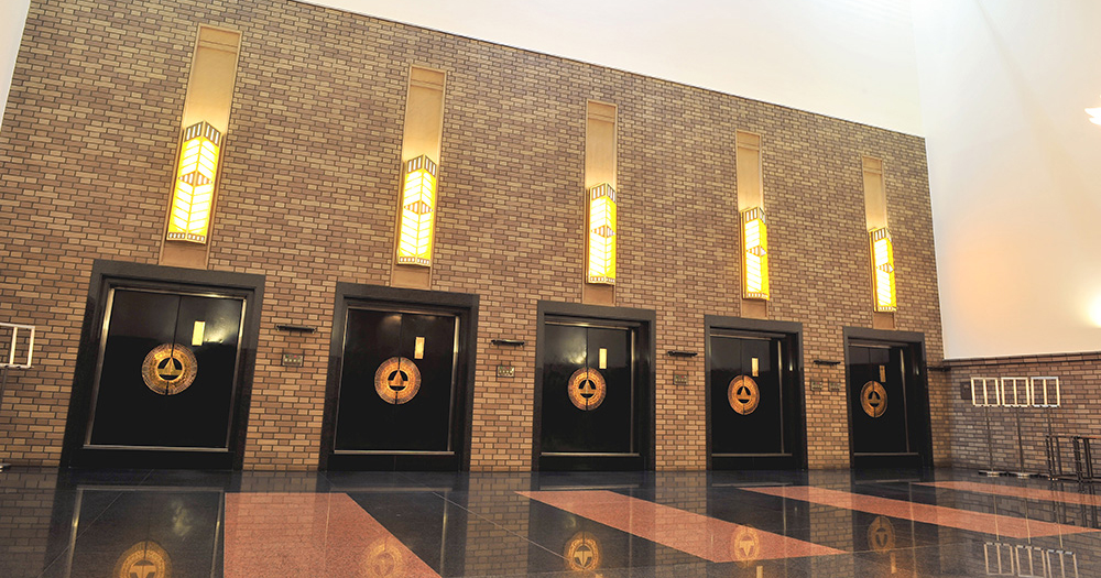 戸田葬祭場の火葬施設「特別室」の写真。5つの火葬炉がある
