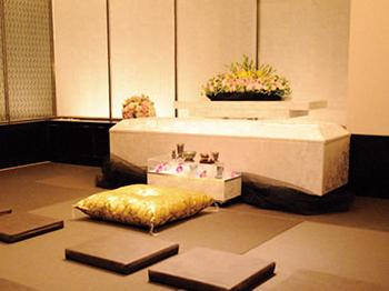 大阪市にある葬儀場「家族葬のリレーション」の葬儀式場の内観写真
