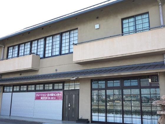 大阪府吹田市にある葬儀場「リレーション北大阪センター」の外観