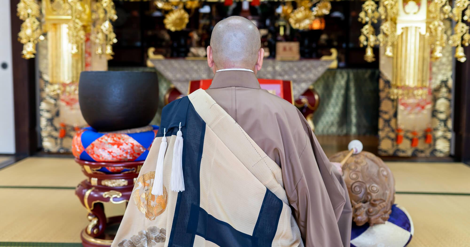 法事・法要ではお坊さんなどの僧侶が読経を行う