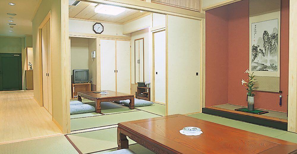 川越メモリードホールの親族控え室。和室・リビング・キッチン・お風呂・トイレを完備している