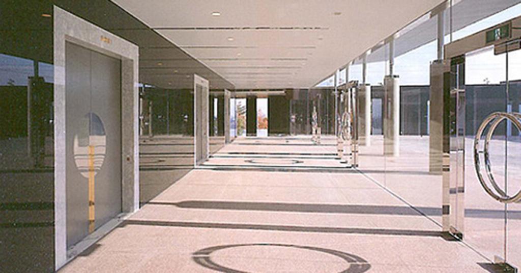 四條畷市の火葬場「飯盛斎場」玄関ホール