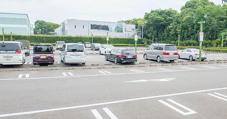 臨海斎場の駐車場には乗用車約230台を駐車できる広さがある