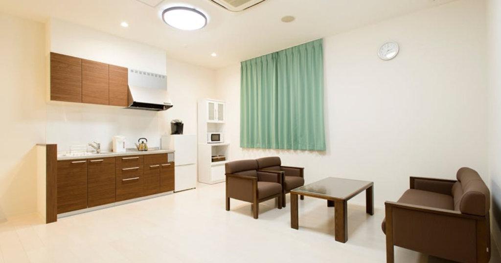 2階の控室。洗面室、浴室などを完備