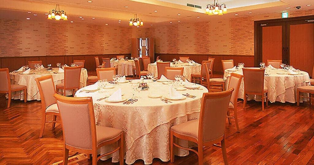 柏崎市の民営斎場「セレモニーホールやすらぎ」会食室