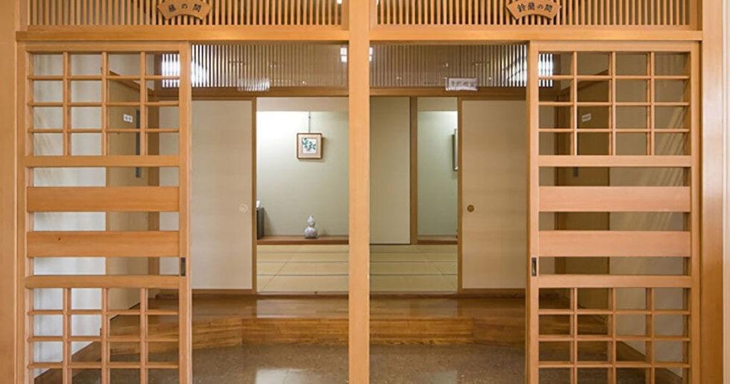 柏崎市の民営斎場「セレモニーホールやすらぎ」親族控室