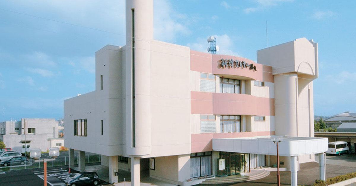 新潟市秋葉区の民営斎場「新津セレモニーホール」外観