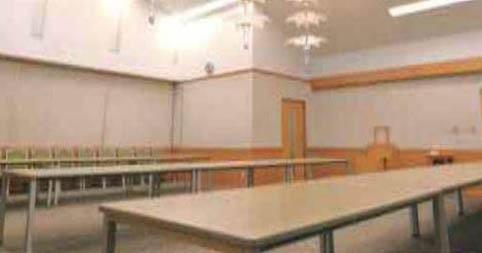 臨海斎場の会葬者控室。着席で64席、80名程度の立食が可能な広さを備えている