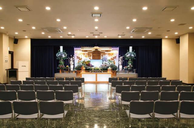 やわらぎ斎場清田の葬儀式場。最大収容人数は180人という中~大規模な葬儀式場