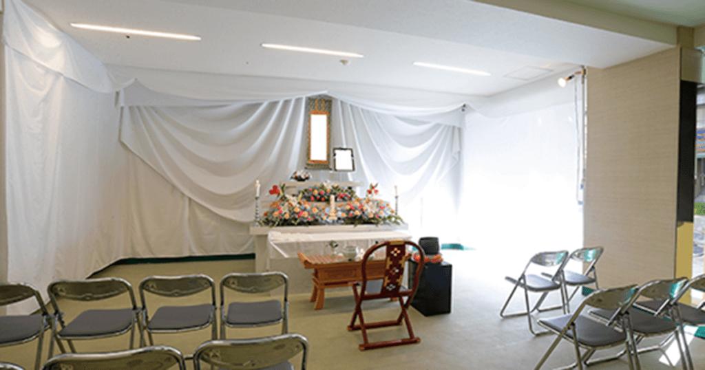 愛ホールの葬儀式場。収容定員20名で小規模な家族葬を行うことができる