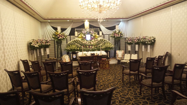 法隆寺グランドホテルの葬儀式場。大中小の異なる広さの式場がある