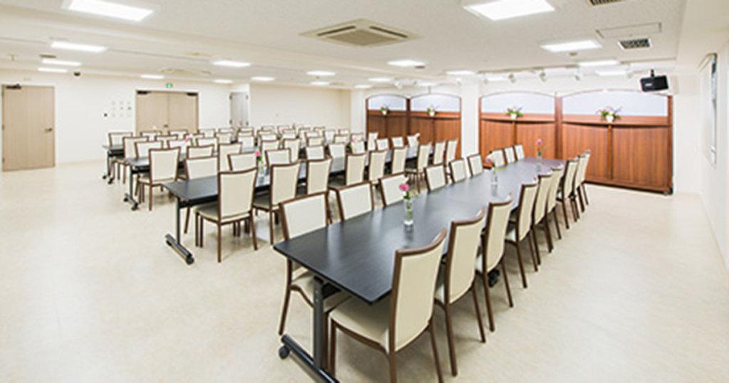 調布市の民営斎場「京王メモリアル調布」会食室