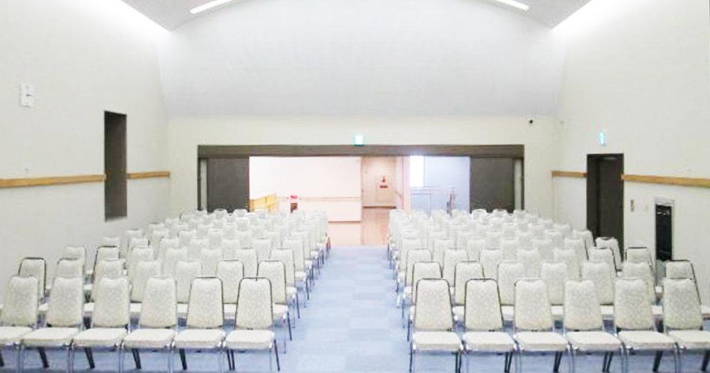 摂津市の公営斎場「せっつメモリアルホール」3階式場。150名収容可能