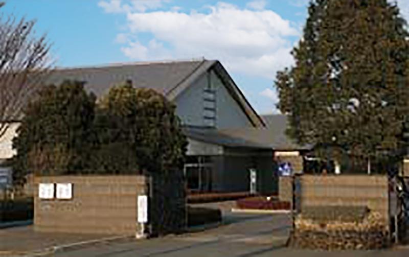 富岡市にある公営の葬儀場・火葬場の「かぶら聖苑」の外観写真