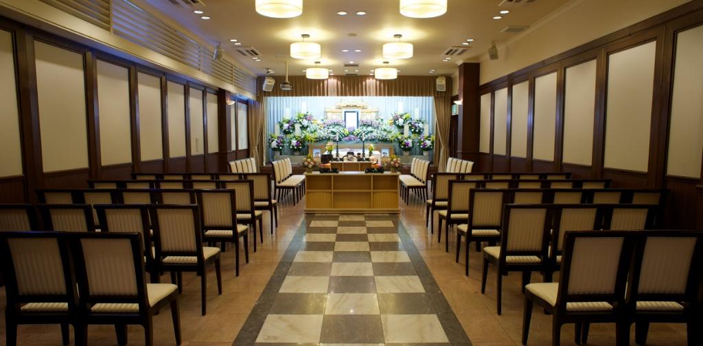 橋本総合ホールの葬儀式場。100名の参列者まで対応可能な広さ