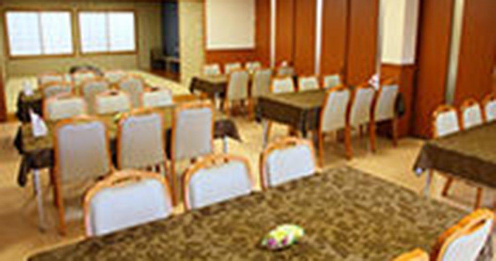 宮崎市の民営斎場「ファミーユ大塚」会食室