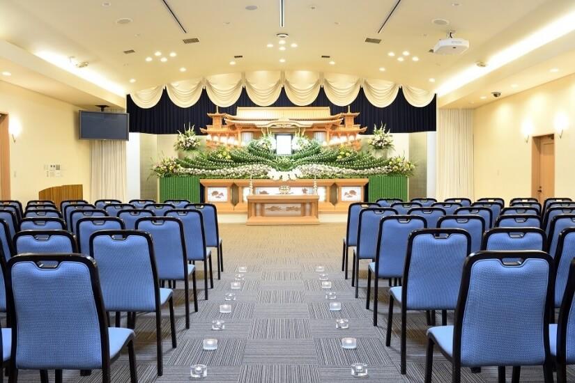 セラホール名取の一般葬用の葬儀式場。300名前後の大規模な葬儀に対応可能な広さがある