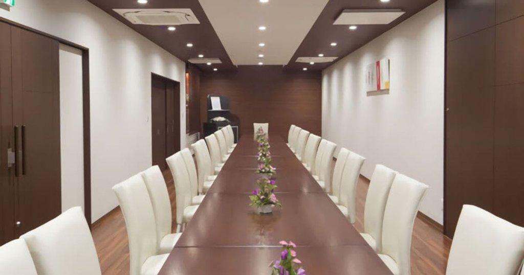 新発田市緑町の民営斎場「セレモニーホールみどり」食事室