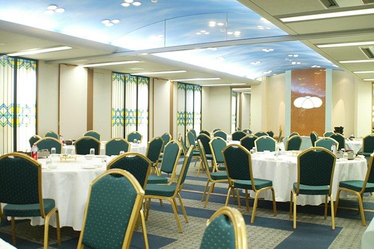 三条市の民営斎場「VIPシティホール県央」食事室