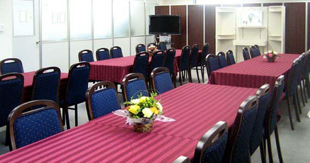 所沢市北原町の民営斎場「セレモニーホール花みずき」会食室