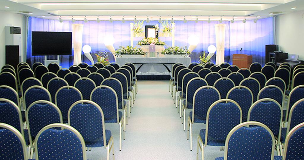 青森市の民営斎場「平安閣本館」ホール