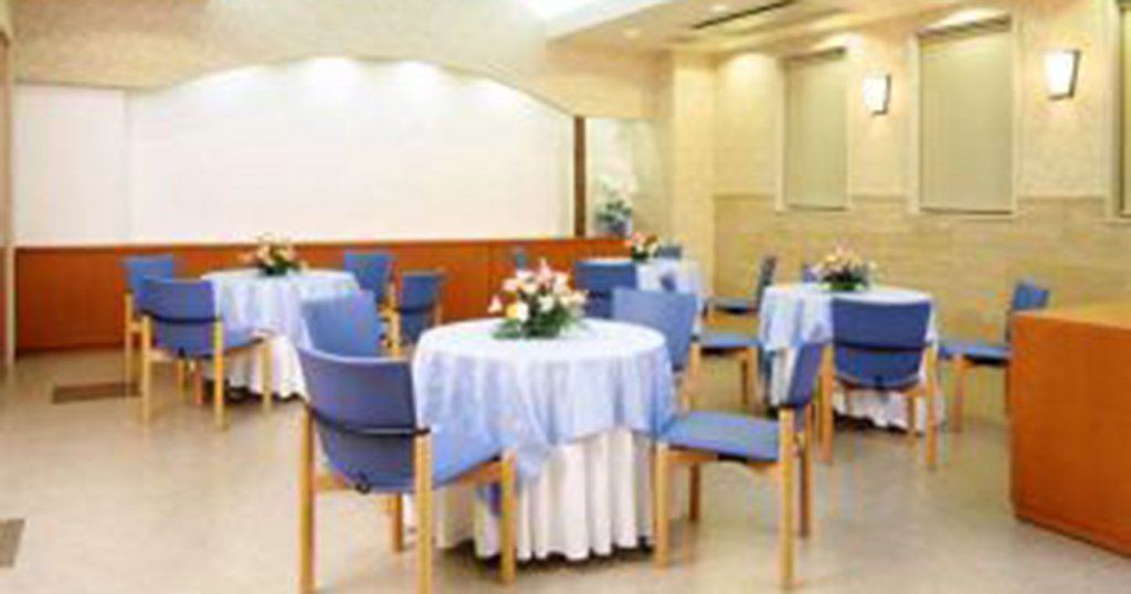 長久手市の民営斎場「平安会館 東名斎場」会食室