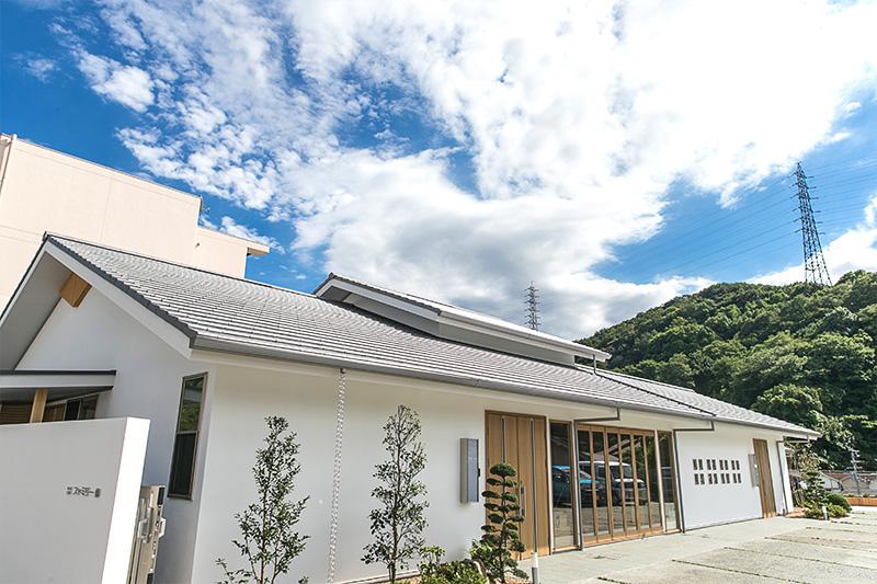 神戸市須磨区にある民営斎場ファミリー葬 須磨の外観です。