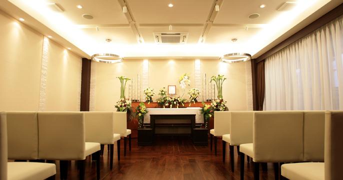 大阪市平野区にある民営斎場「ファミリー葬 平野」の葬儀式場の内観写真